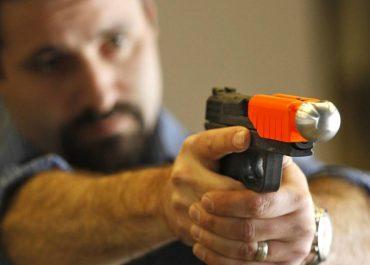 El uso de armas no letales por parte de Vigilantes de Seguridad.
